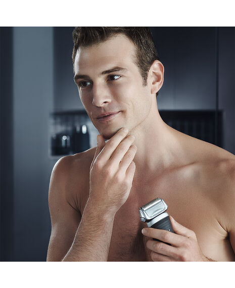Series 7 Electric Foil Shaver Black